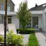 Kleine tuin met strak lijnenspel brengt rust en ruimte in tuin Heeze