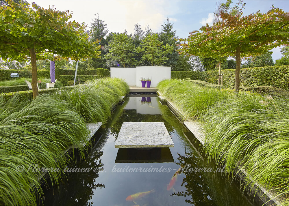 Vijver In Moderne Landelijke Tuin Florera