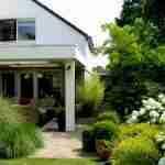 landelijke tuinstijl in tuin Veldhoven