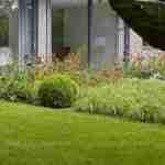 landelijke tuin met bloem kamers voor bij ea. insecten.