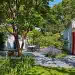 Natuurrijke landelijke tuin via ambachtelijk tuinontwerp van florera tuinen